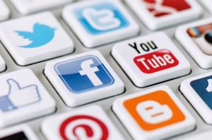 ATTORNEY,SOCIAL-MEDIA,INSURANCE-COMPANIES,MEDICAL-TREATMENTS,INTERNET,LAWYER,SOCIAL-MEDIA-POST